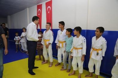 Ekinci, Spor Eğitimi Alan Öğrencilerle Bir Araya Geldi