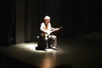 MÜZIKAL - Hasret Gültekin'in hayatı tek kişilik türkü müzikalinde