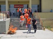 YANGIN TATBİKATI - Hastanedeki Yangın Tatbikatı Gerçeği Aratmadı