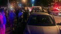 MEHMET CAN - İzmir'de Duvara Çarpan Otomobil Alev Aldı