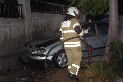 İzmir'de İki Otomobil Çarpıştı Açıklaması 3 Yaralı