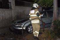 MEHMET CAN - İzmir'de İki Otomobil Çarpıştı Açıklaması 3 Yaralı