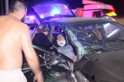 Kocaeli'de 3 Otomobil Birbirine Girdi Açıklaması 6 Yaralı