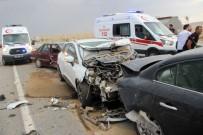 ZİNCİRLEME KAZA - Konya'da Kum Fırtınasında 19 Araç Birbirine Girdi Açıklaması 17 Yaralı