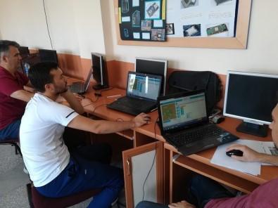 Korkuteli'de Öğretmenlere 'Oyun Tabanlı Blok Kodlama' Kursu