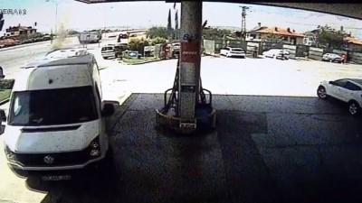 LPG'li Otomobil Akaryakıt İstasyonunda Alev Aldı