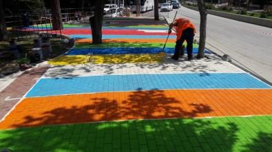 Milli Egemenlik Parkı Gökkuşağı Renklerine Bezeniyor