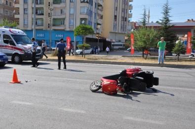 Otomobil Elektrikli Bisiklete Çarptı Açıklaması 1 Yaralı