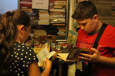 (Özel) Çocuklar İçin Çöpten Kitap Topluyor