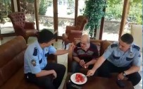 TEVFİK FİKRET - Polisten Alkışlanacak Hareket