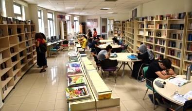 Selçuklu Belediyesi Yaz Tatilinde De Kitapseverlere Hizmet Ediyor