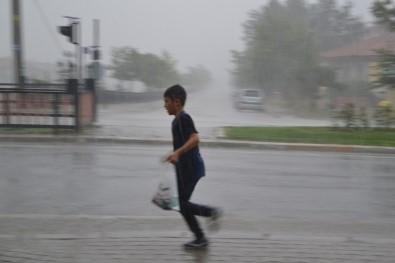 Şuhut'ta Şiddetli Yağmur, Dolu Ve Fırtına Zor Anlar Yaşattı