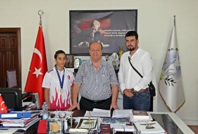Türkiye Şampiyonu Fadime'den Başkan Özakcan'a Ziyaret