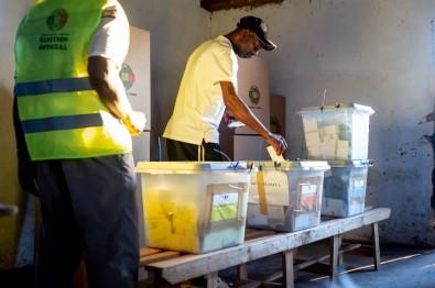 Zimbabve Seçim Sonuçlarını Bekliyor