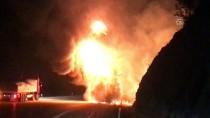 Adana'da Boya Yüklü Tırda Yangın
