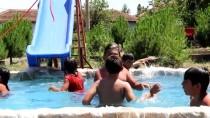 Çocuklar Atıl Durumdaki Süs Havuzunu 'Aqua Park'a Çevirdi