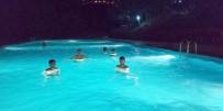 Çukurca'da Gece Yarısı Havuz Keyfi