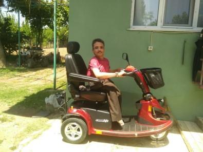 Engelli Vatandaş Akülü Tekerlekli Sandalyesine Kavuştu