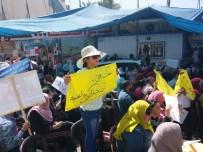 BÜTÇE AÇIĞI - İş Akitleri Daimiden Sözleşmeliye Çevrilen UNRWA Çalışanları Gazze'de Gösteri Yaptı