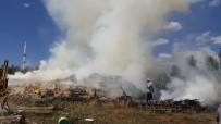MURAT ÖZTÜRK - Köyde Korkutan Yangın