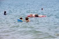 ÖLÜDENİZ - Sıcağı Gören Kendini Denize Attı