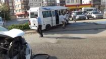 Bursa'da işçi servisi ile otomobil çarpıştı: 12 yaralı