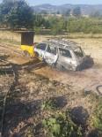 Gördes'te Seyir Halindeki Otomobil Alev Aldı