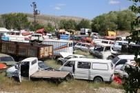 HURDA ARAÇ - Hurda Araçlar Büyükşehir'e Teslim Ediliyor