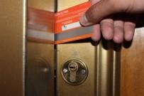 ÇILINGIR - Pet Şişe Ve Kredi Kartları Hırsızlara Anahtar Oluyor