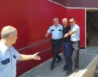 ASLANTEPE - Tacizci Önce Kameraya, Ardından Polise Yakalandı