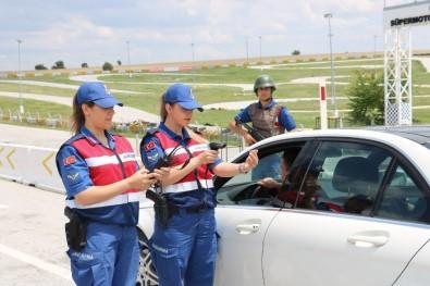 Uşak Jandarması 'Barkod, Karekod Kimlik Sorgulama' Sistemini Kullanmaya Başladı