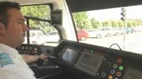 MUSTAFA COŞKUN - Vatmanın Dikkati, Bir Anda Tramvay Yoluna İnen Kadının Hayatını Kurtardı