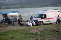 MUSTAFA KORKMAZ - Yarseli Göleti'nde Baba Ve 2 Kızı Kayboldu