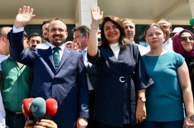 AK Parti'li Vekiller Mazbatalarını Aldı