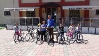 Kaymakam'dan 7 Öğrenciye Bisiklet