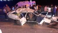 SÜTÇÜ İMAM ÜNIVERSITESI - Lastiği Patlayan Otomobil Aydınlatma Direğine Çarptı Açıklaması 1 Ölü, 3 Yaralı