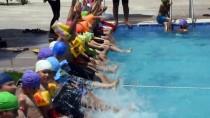 ERGÜN BAYSAL - Nusaybinli Çocukların Havuz Keyfi