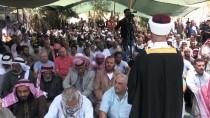 CUMA NAMAZI - Yüzlerce Filistinli Cuma Namazını Han El-Ahmer'de Kıldı
