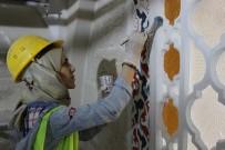 NAKKAŞ - 532 Yıllık Caminin Duvarlarını Kadın Nakkaşlar Renklendiriyor