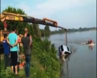 El Freni Çekilmeyen Araç Nehre Düştü
