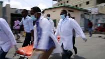 SOMALI - GÜNCELLEME - Somali'de Bakanlığa Bomba Yüklü Araçla Saldırı