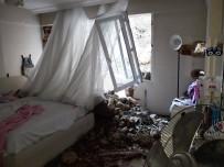 DEPREM - Hatay'da Apartmana Dev Kaya Parçaları Düştü