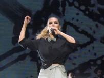 İREM DERİCİ - İrem Derici, Şarkılarını Hayranlarıyla Birlikte Söyledi