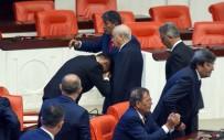 DURMUŞ YıLMAZ - İYİ Parti milletvekili Bahçeli'nin elini öptü