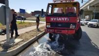 İTFAİYE ARACI - Manavgat'ta İtfaiye İle Hafif Ticari Araç Çarpıştı Açıklaması 3 Yaralı