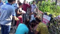 TAŞPıNAR - Otomobille Yayalara Çarptı Açıklaması 4 Yaralı