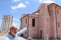 Para Bitince Cami Minaresiz Kaldı