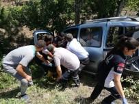 Traktör Hafif Ticari Araca Çarptı Açıklaması 1 Yaralı