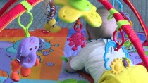TÜP BEBEK - Kardeş Bebeklere Kol Kanat Gerdiler