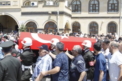 Kıbrıs Gazisi Demiröz Toprağa Verildi